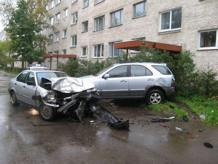 ДТП во дворе дома: страховой случай или нет?